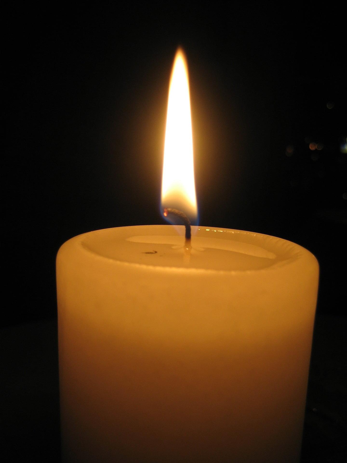 burning-candle-1320116_1920